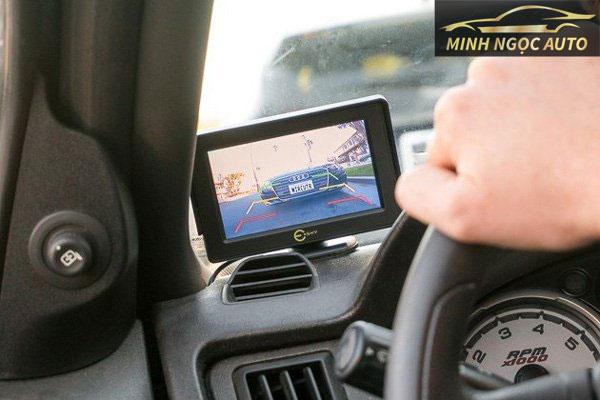 ý nghĩa các vạch trên camera lùi để dễ dàng điều khiển xe